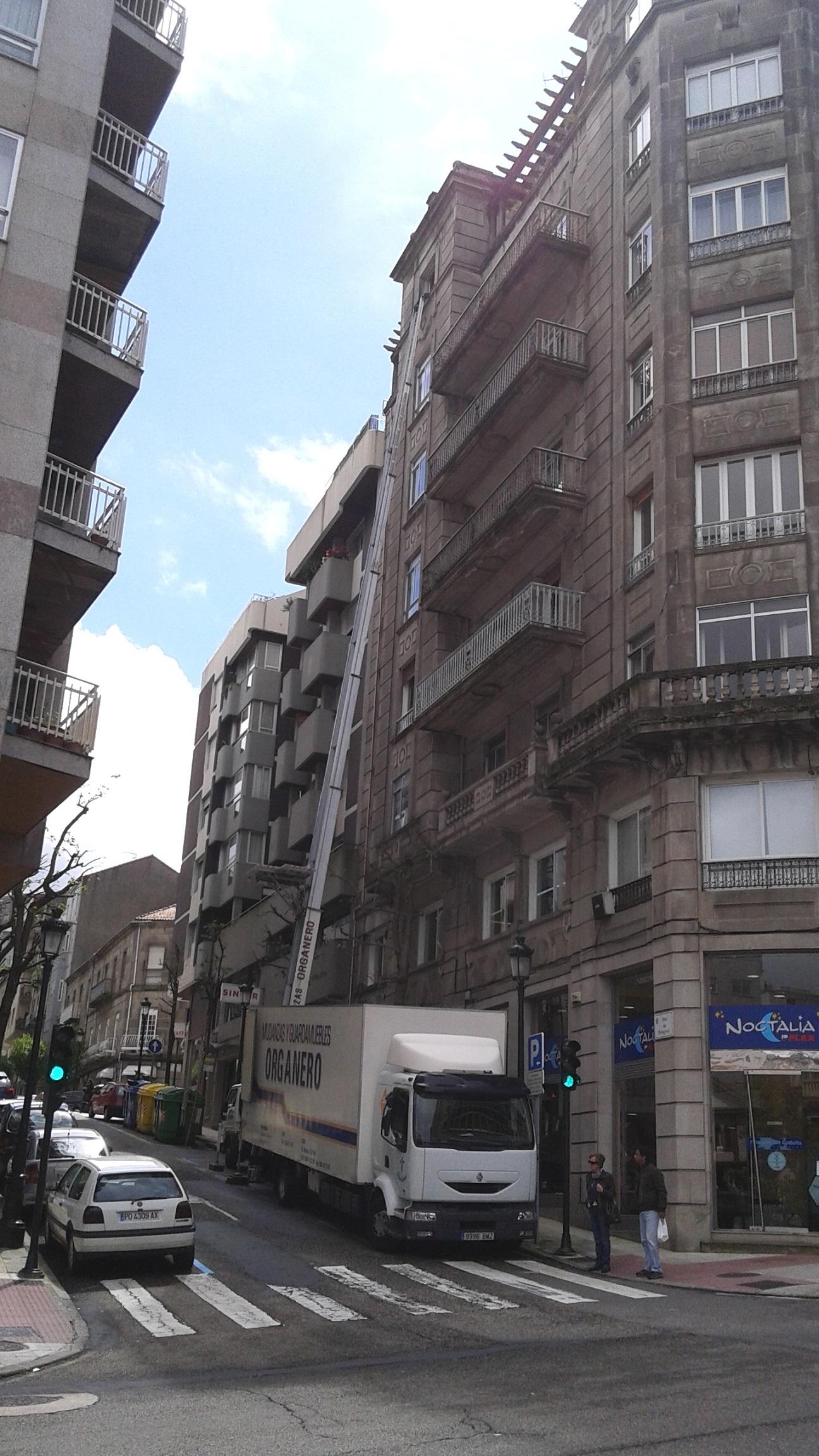 Mudanzas organero elevadores de fachada y gr a vigo for Empresas de construccion en vigo